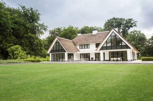 Cảnh quan tuyệt đẹp cùng nội thất tinh tế của ngôi nhà Villa Huizen